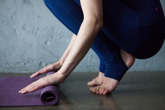 ヨガで筋肉痛になったら翌日は休むべきなの?